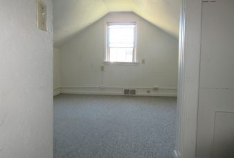 Vincent Ct- 3br duplex-1 block from campus-heat included